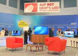 Auf Rot gehts los: Die ARD wirbt auf der IFA für ihr HbbTV Angebot.